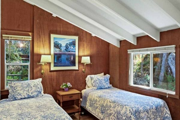 Twin Bedroom (twin beds can be converted to a king upon request when booking)